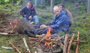 Elden trollbinder, ett lugn i kroppen och en härlig känsla att bara vila ögonen i brasan.