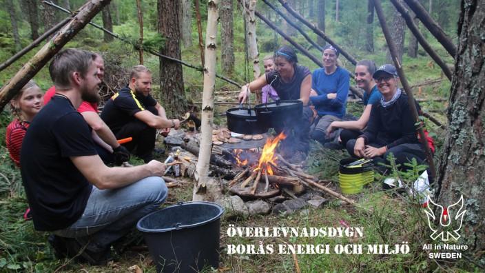 Överlevnadskurs, Överlevnadsdygn Teambuinding, Matlagning tillsammans för en rast i byggandet av det gemensamma skyddet för natten