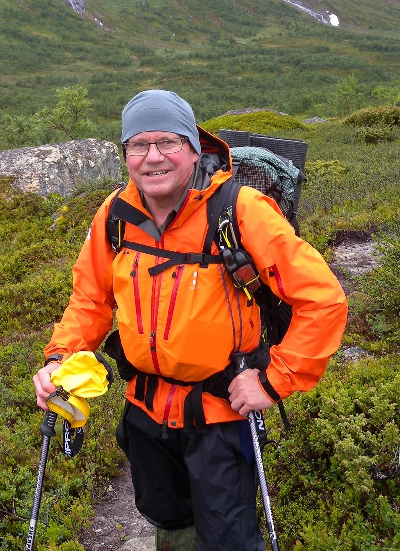 Peter Lindström vandrar med ryggsäck