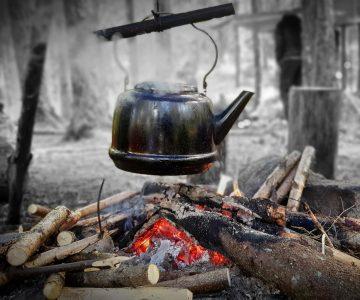 Kaffekittel över öppen eld
