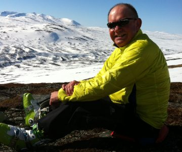 Peter Lindström vilar med pjäxor